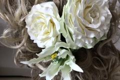 """№151. Заколка для волос """"Белые розы и лилия""""."""
