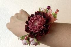 """№139. Браслет """"Пион и мелкие цветы""""."""